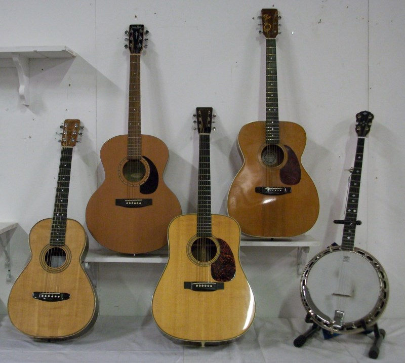 C F Martin & Co and Other Fine Guitars – 2013