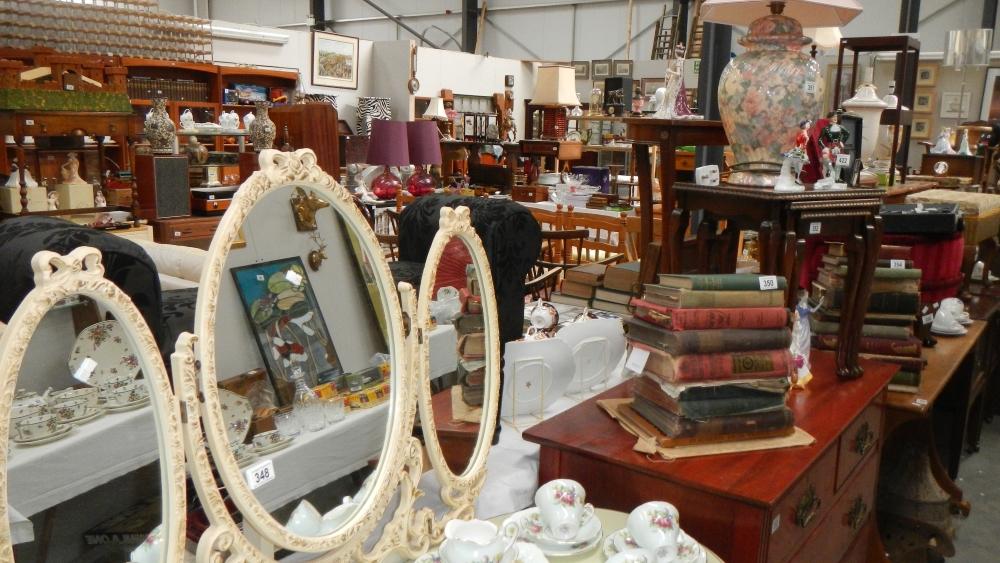 Auction Room 2 - Antiques & Collectors