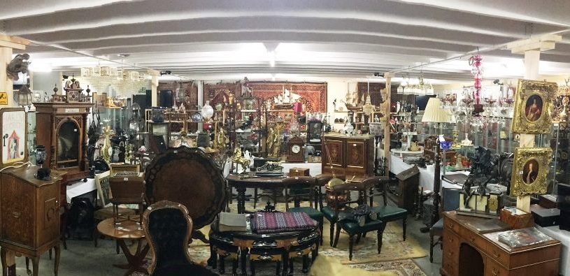 unique auctions auction room