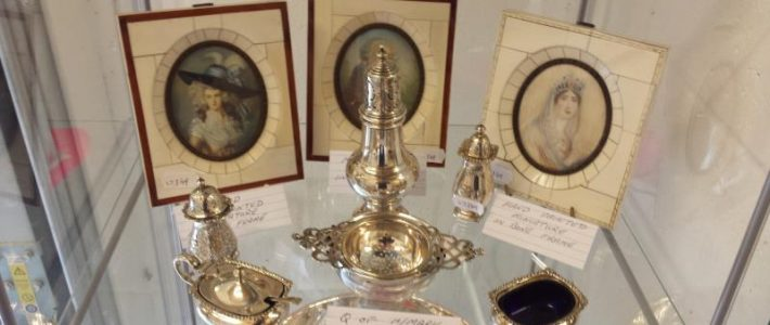 Antiques & Collectors auction Sunday 27th October