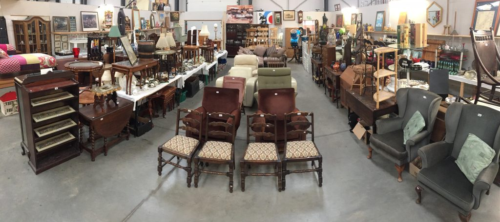 An example picture from an Antique & General auction room