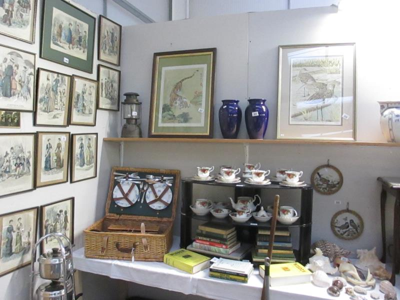 antiques & collectors auction